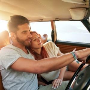 付き合う前のドライブデートで手を繋ぐ方法4選!助手席からは?