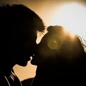 【男性心理】付き合ってないのにキスがしたいと言う男の本音